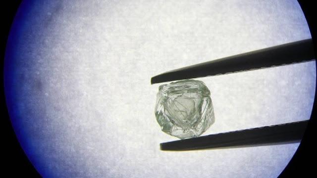 Στη Ρωσία εξορύχθηκε διαμάντι μήτρα 800 εκατομμυρίων χρόνων (βίντεο)