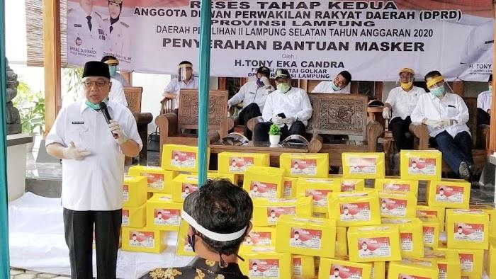 Toni Eka Candra Reses di Jati Agung, Ketua Komisi IV DPRD Lampung Beri Bantuan APD ke Masyarakat