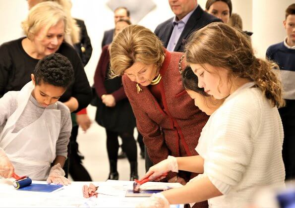 Queen Sonja visited Skien municipality to present Queen Sonja School Award and presented the award to Stigeråsen School