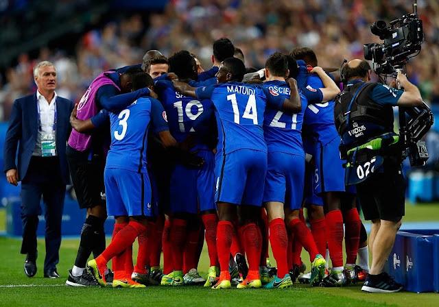 Payet dá os três pontos para a França