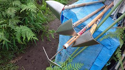 グラインダーで軽く刃を研いだ三角ホー達