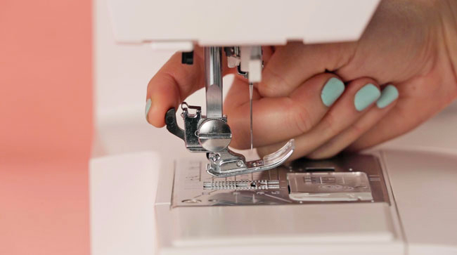 How to Set up Your Sewing Machine - Tilly and the Buttons