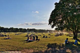 Picknick im Stadtpark in Hamburg