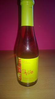 Kleine Flasche mit Himbeer Limetten Sekt