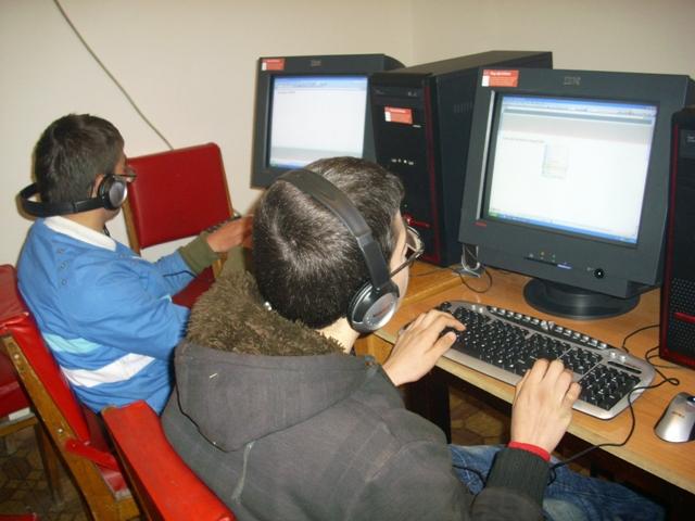 Kursi i kompjuterit foto 3
