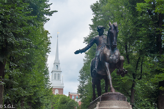 Old noth church y estatua de Paul Revere en Boston - The freedom trial