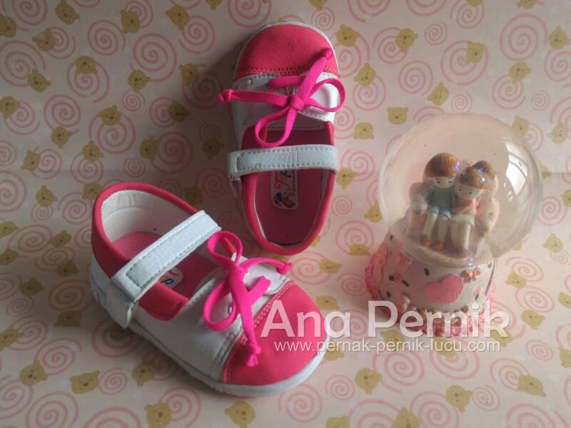 Sepatu bayi; grosir sepatu bayi; sepatu bayi murah; sepatu bayi untuk usia 1 th; sepatu bayi perempuan; sepatu bayi online; pernak pernik bayi