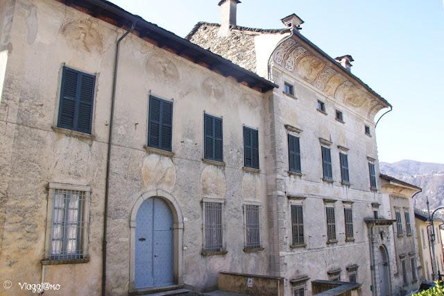 Palazzo Gemelli e il cornicione affrescato di Orta San Giulio