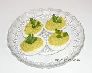 Oua umplute cu pasta de avocado retete culinare,