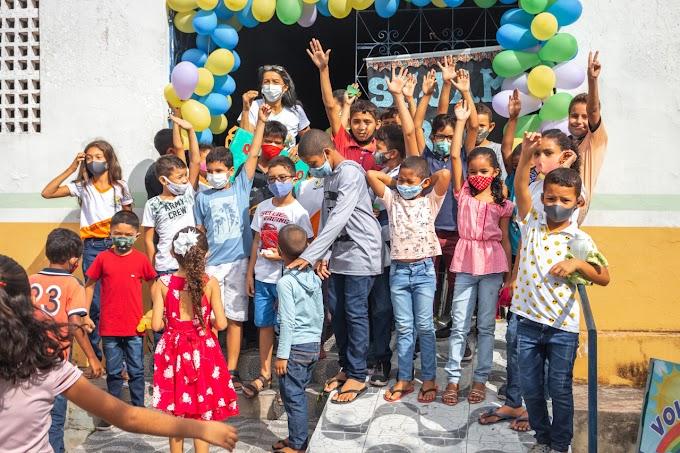 A Secretaria Municipal de Educação realizou uma recepção calorosa ao retorno das aulas do 2º segundo semestre no dia do Estudante nas escolas.