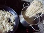 Amestecam macaroanele cu branza (prepararea retetei)