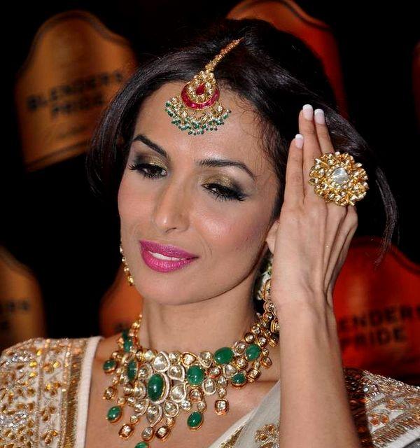 Malaika Arora Emerald Kundan Choker Jewellery Designs