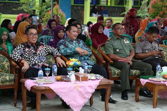 Plt Bupati & Sekda Menghadiri FLS2N DI SMPN 1 Labuhan Ratu