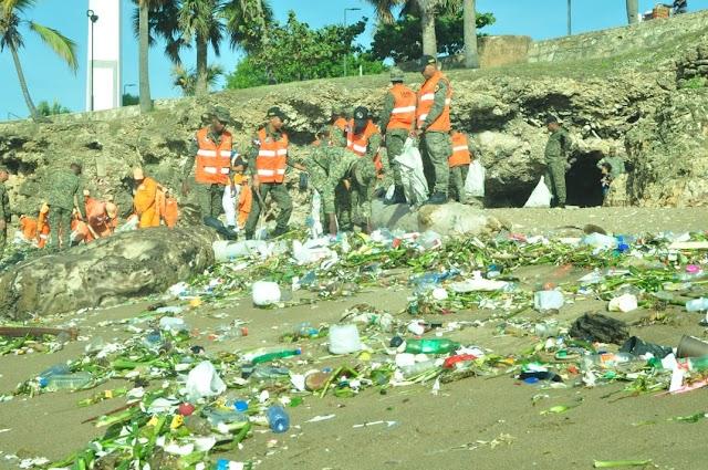 Ejército continúa trabajos de reforestación y limpieza de playas con siembra de plantas y árboles en Playa del Fuerte San Gil