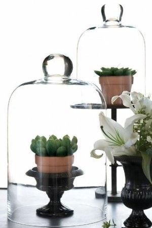lush interiors dekorieren mit glasglocken. Black Bedroom Furniture Sets. Home Design Ideas