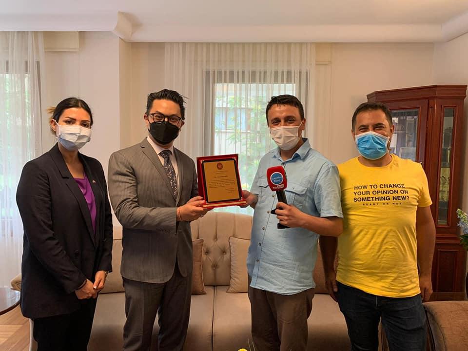 Hayatımda İlk Defa Plaket Aldım Teşekkürler Tayland Ankara Büyükelçiliği Maslahatgüzarı Shakir Sevikul, isacotur blog