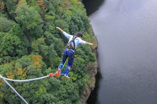 Sudah Tahu Olahraga Ekstrim Bungee Jumping? Yuk Coba Sensasinya
