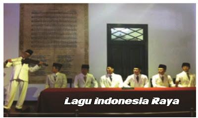 Suasana hening dan khidmat ketika lagu Indonesia Raya dinyanyikan pada peristiwa Sumpah Pemuda 1928