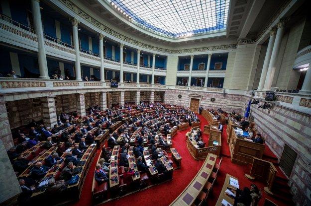 Ο κύβος ερρίφθη - 153 πρόθυμοι βουλευτές επικύρωσαν το αίσχος