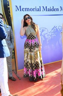 Kareena Kapoor Khan with Saif Ali Khan at Kingfisher Derby in Mumbai Feb 2016 Stunning Spicy pics must see
