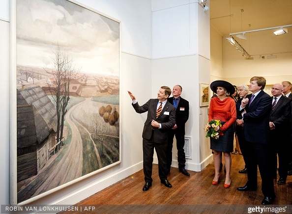 Dutch King Willem-Alexander and Queen Maxima look at a painting entitled 'Strokarton en Veen' (Strawboard and peat) by Dutch artist Chris Lebeau (1878-1945) as they visit the Veenkoloniaal Museum in Veendam