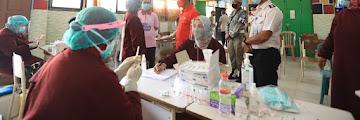 Memantau Pelaksanaan Vaksinasi Masal