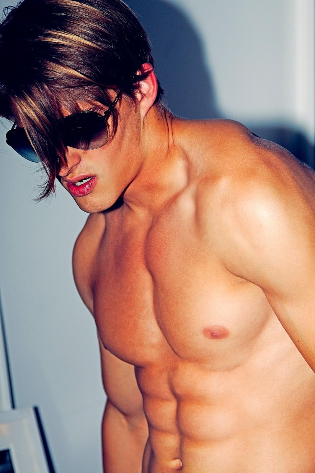 fit-nice-hair-male-model-shirtless-body-pecs-sixpack-abs-skinny-sexy-jawline-dude-pretty-lips