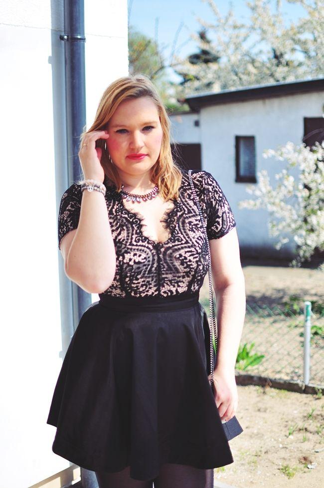czarna sukienka, stylizacja, inspiracje modowe