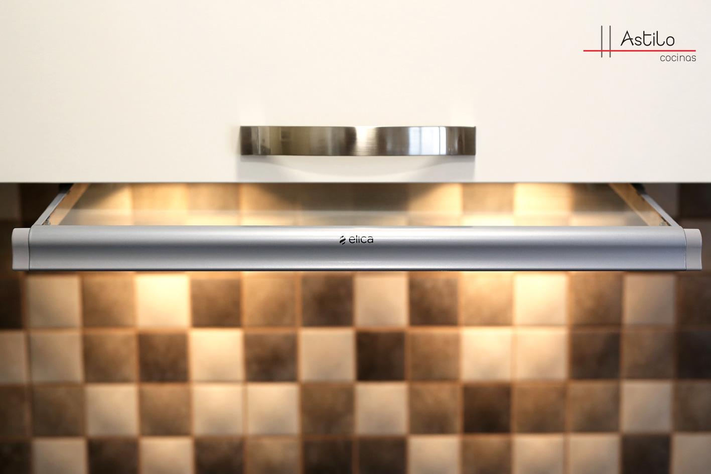 Amueblamiento de cocina con encimera duropal reformas en for Amueblamiento de cocinas