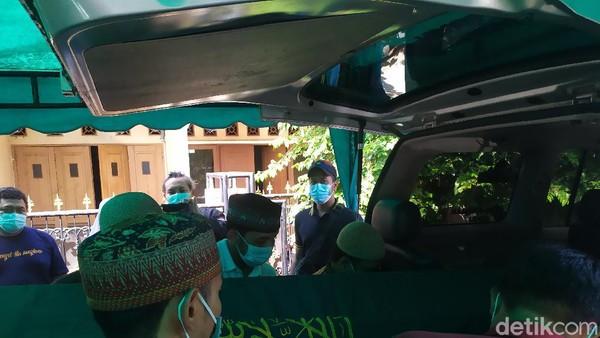 Jenazah Ustadz Maaher Dibawa ke Daarul Quran, Yusuf Mansur Ikut Antar