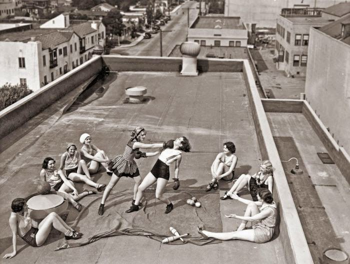 Mujeres boxeando en techo 1938