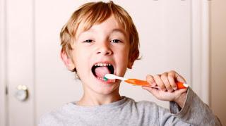Menyikat gigi menghilangkan bau mulut pada anak