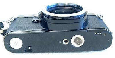 Pentax MV1, Bottom