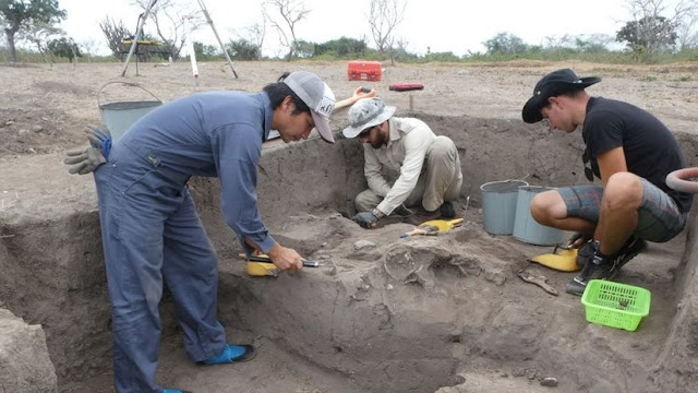 6,000 year old pottery found in Ecuador