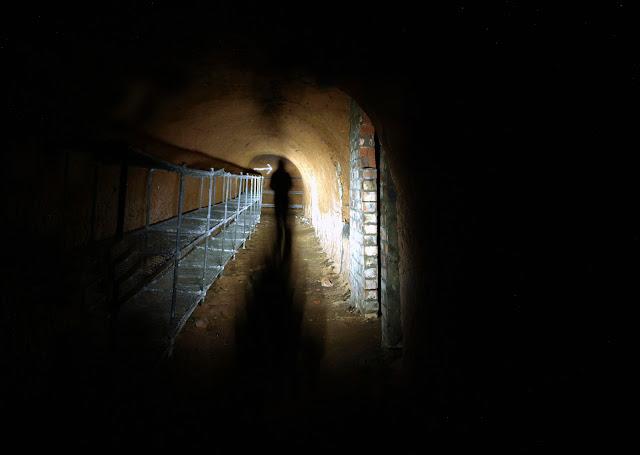 dodge hill, brinksway, chestergate, stockport, air raid shelters, ww2, world war 2, sand stone, tunnels, underground, forgotten, abandoned, urbex, explore, adventure, photography