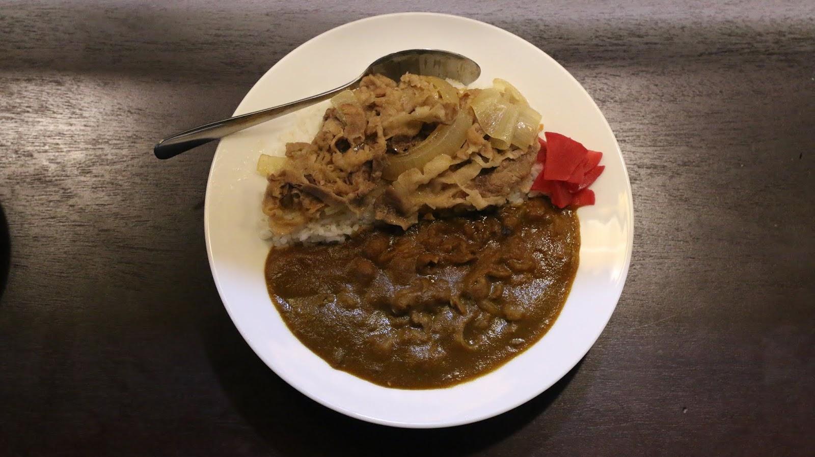 Curry with Gyudon (cơm cari với bò xào)