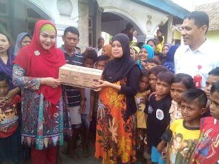 Anggota DPD RI Cantik Ini Sentuh Anak-Anak Korban Banjir di Wilayah Pinggiran