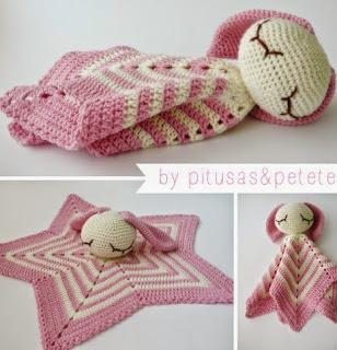 http://pitusasypetetes.blogspot.com.es/2015/01/manta-de-apego-amigurumi-crochet-free-y.html