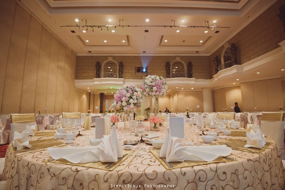 Wedding reception at renaissance hotel kl high ceiling spacious ballroom with design that resembles old french house balconies junglespirit Gallery