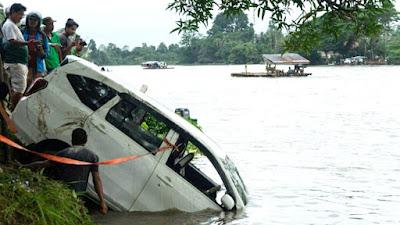 Hendak Melayat, Tiga Penumpang Mobil Tewas Tenggelam di Konawe