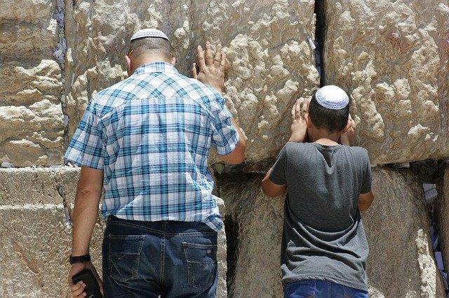 ایک یہودی گھرانے کی عجیب و غریب شازش جسے پڑھ کر آپ حیران رہ جائینگے| سبق آموز کہانی-