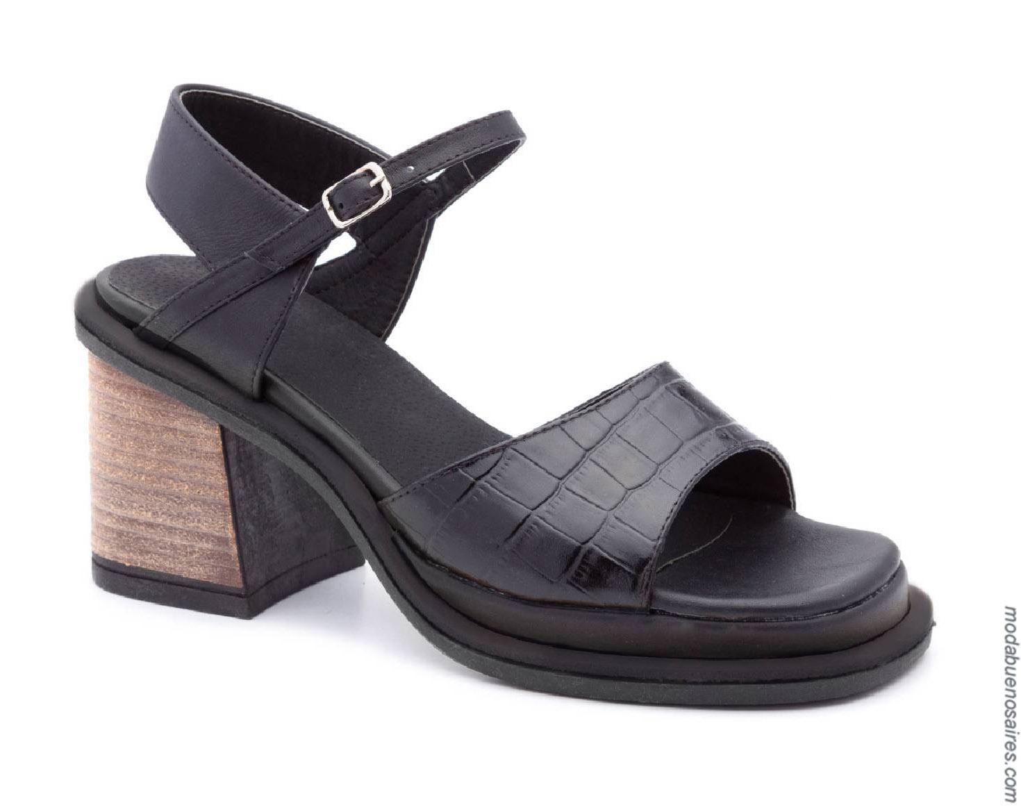 Sandalias primavera verano 2020 moda mujer. Calzado femenino primavera verano 2020.