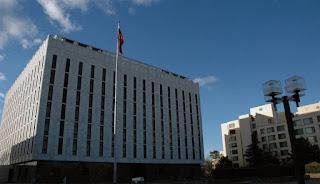 السفارة الروسية تدعو وزارة الخارجية لإسقاط تسليم أخصائي روسي إلى الولايات المتحدة