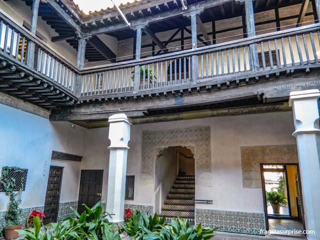 Pátio mudéjar no Museu Casa de El Greco em Toledo, Espanha
