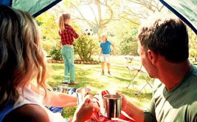 Camping di Halaman Rumah Bisa Jadi Liburan yang Menarik Nih!