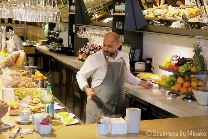 マドリードの評判の良いレストランのバルカウンター
