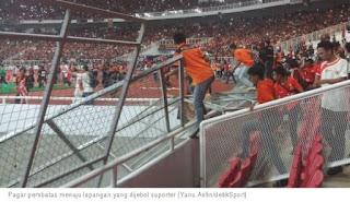Suporter Persija Rusak Pintu dan Pagar Stadion Utama GBK di Final Piala Presiden 2018