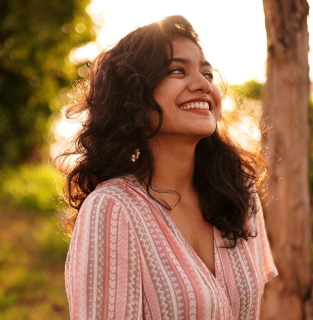 Mollywood Actress Anarkali Marikar Facebook Photo Collection Navel Queens