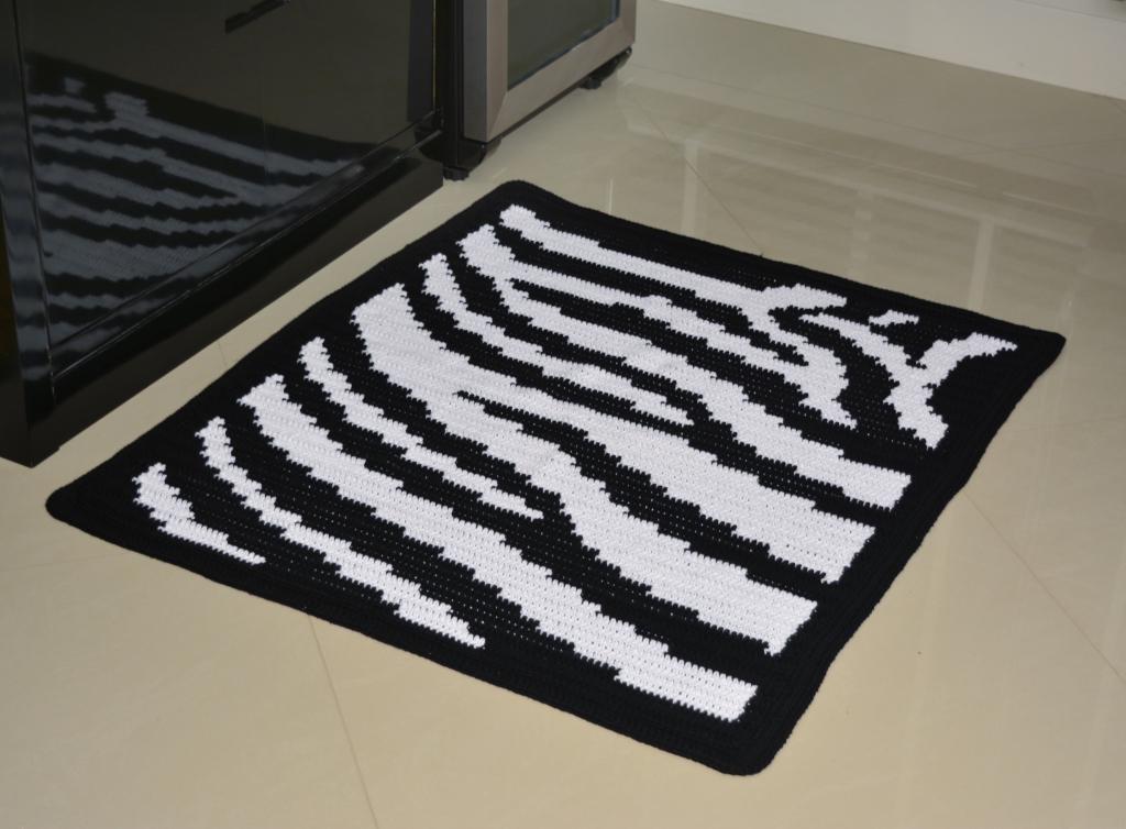Tapete de barbante fio conduzido motivo zebra croch on line for Zebra tapete