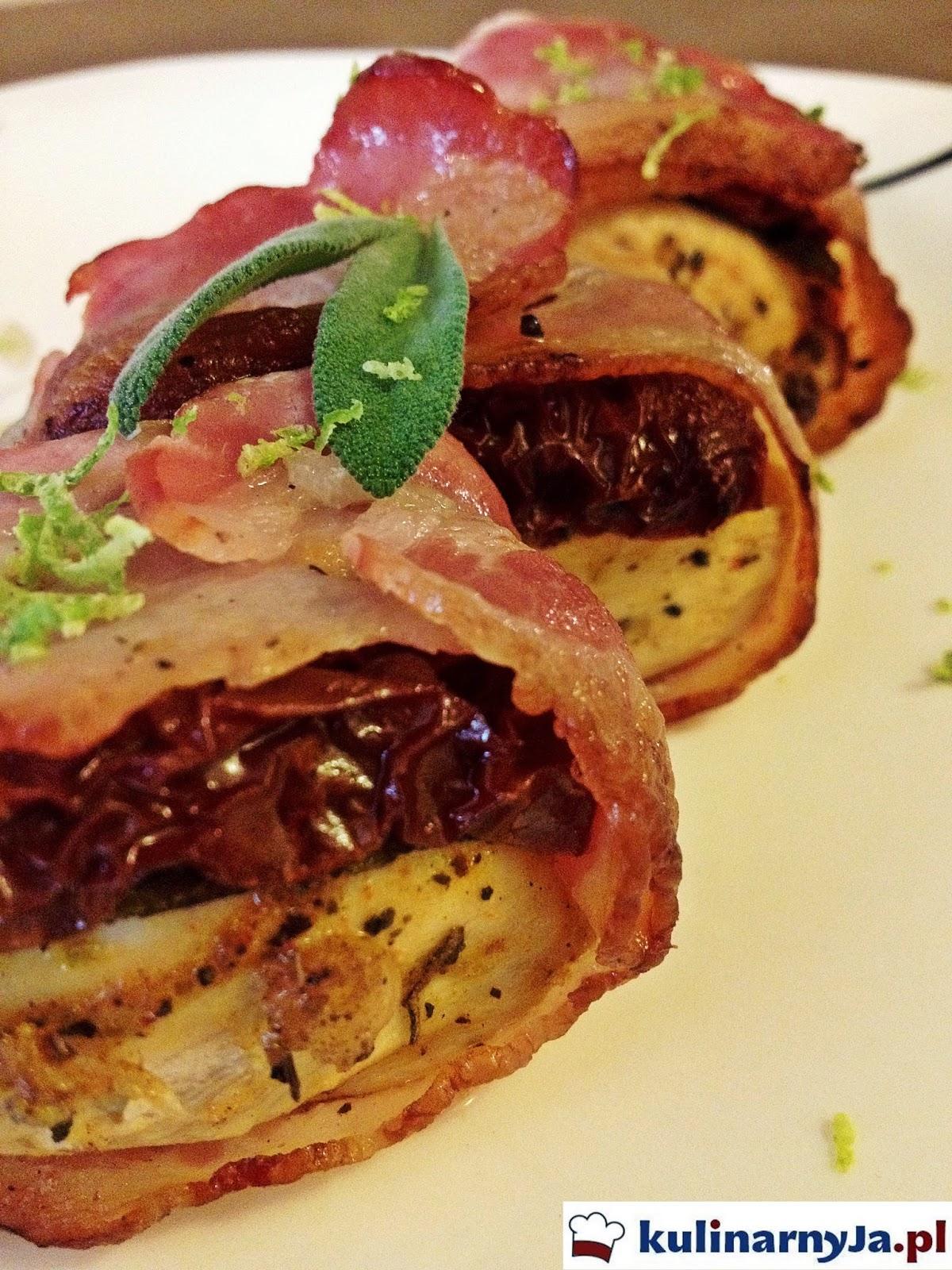 Zawijasy z kurczakiem, szałwią i suszonymi pomidorami owinięte boczkiem